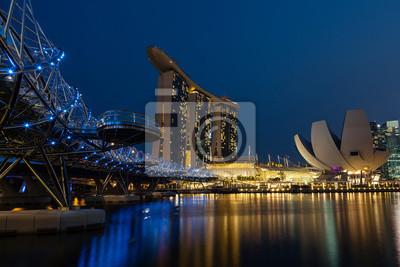 Nachtaufnahme der Marina Bay, Singapur
