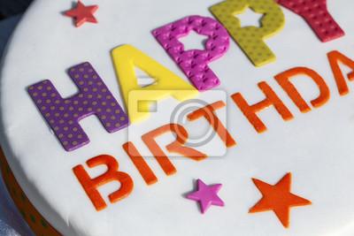 Nahaufnahme Eines Geburtstags Kuchen Mit Happy Birthday In Vereisung