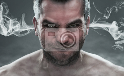 Bild Nahaufnahme von zorniger Mann mit Dampf aus seinen Ohren