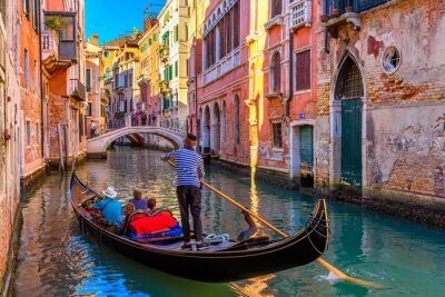 Bild Narrow canal with gondola and bridge in Venice, Italy. Architecture and landmark of Venice. Cozy cityscape of Venice.