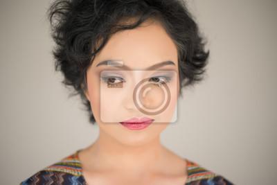 Bild Neid der jungen Frau auf weißem Hintergrund