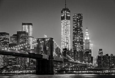 Bild New York bei Nacht. Brooklyn Bridge, Lower Manhattan - Schwarz ein