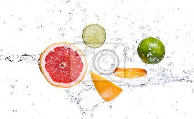 Bild Obst mit Wasserspritzen