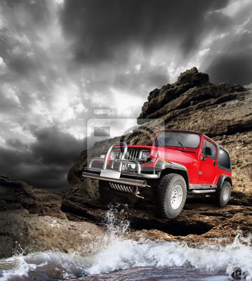 Bild Offroad Fahrzeug auf dem Berg Terrain