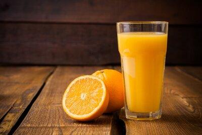 Bild Orange Frucht und Glas Saft auf braunen hölzernen Hintergrund