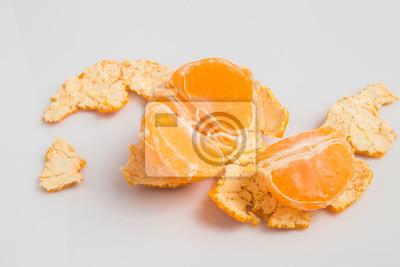 Bild Orange ftuit auf dem weißen Hintergrund.