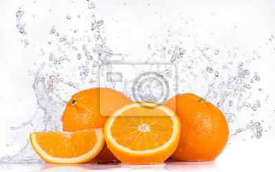 Bild Orangen mit Wasser spritzt