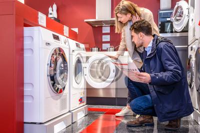 Bild Paar Die Wahl Waschmaschine auf Hypermarket