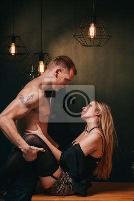 Tisch sex Fickfreudiges Paar
