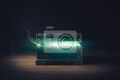 Bild Pandoras Box mit Rauch auf einem hölzernen Hintergrund