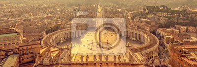 Bild Panoramic aerial view of St Peter's square in Vatican, Rome Italy