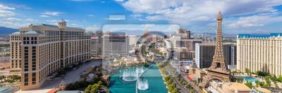 Bild Panoramic view of Las Vegas strip at sunny day