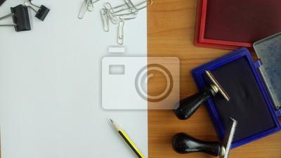 Papier auf Arbeitstisch mit Kopie Raum