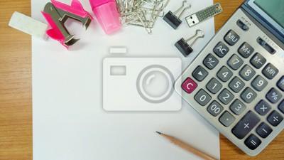 Papier und Bleistift auf Arbeitstisch mit Kopie Raum