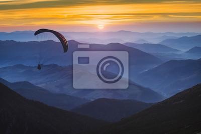 Paraglide und der Sonnenaufgang