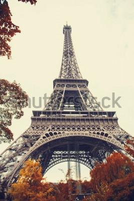 Bild Paris. Herrliche Weitwinkelansicht des Eiffelturms in der Herbstsaison