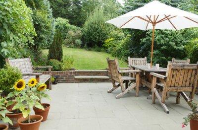 Bild Patio with garden furniture and parasol