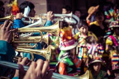 Bild Peruanische Tänzer bei der Parade in Cusco.