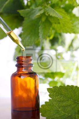 Pflanzliche Arzneimittel mit Tropfflasche