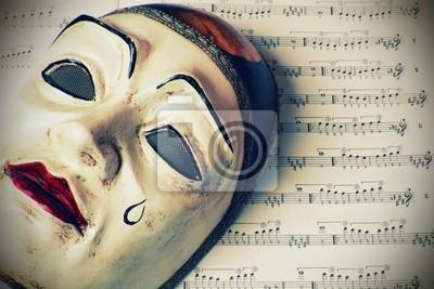 Pierrot Maske über Musik geschrieben, Retro-Stil