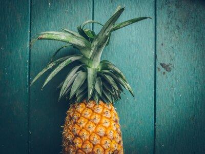 Bild Pineapple on the wood texture