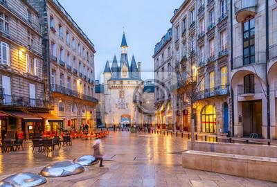 Bild Place du Palais Le Soir in Bordeaux, Nouvelle-Aquitaine in Frankreich