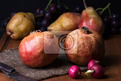 Bild pomegranates and pears with other fruit bodegon with classic light on wood