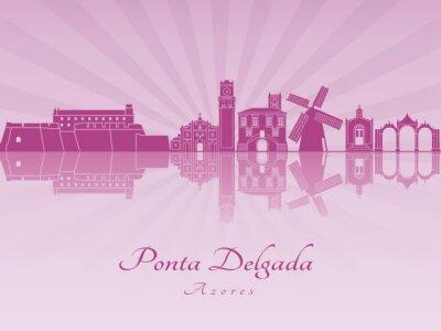 Bild Ponta Delgada Skyline in lila strahlende Orchidee
