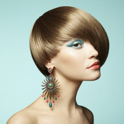 Bild Portrait der schönen jungen Frau mit Ohrring