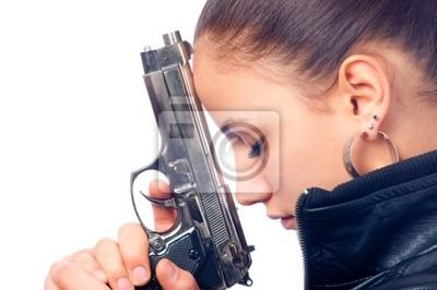 Portrait der schönen Mädchen in der schwarzen Lederjacke holding gun