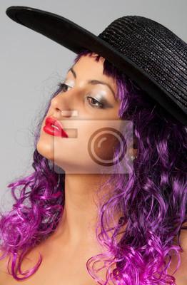 Portrait der schönen sexy Mädchen mit lila Haaren
