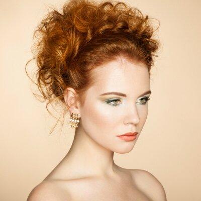Bild Portrait der schönen sinnliche Frau mit eleganten Frisur