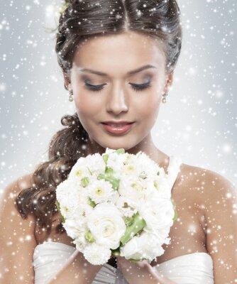 Bild Portrait einer jungen Braut mit einem Blumenstrauß