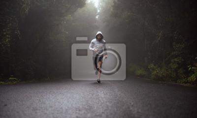 Bild Portrait eines jungen Athleten, der auf der Straße läuft