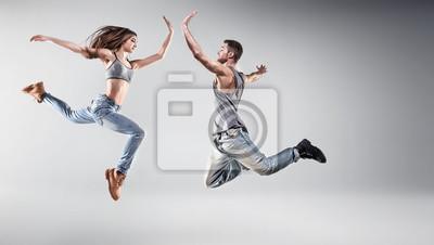 Portrait eines jungen tanzenden Paares