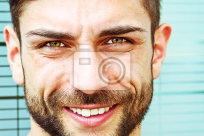 Portrait eines modernen jungen Mannes