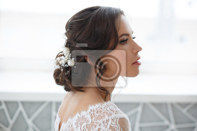 Bild Portrait of a beautiful stylish bride with an elegant hairstyle side view.