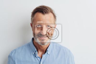 Bild Portrait of a cheerful smiling bearded man