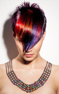 Bild Portrait von einem schönen Mädchen mit gefärbten Haaren