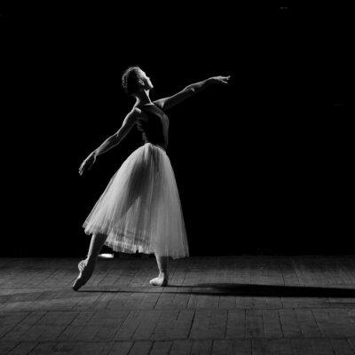 Bild Porträt der jungen hübschen Ballerina