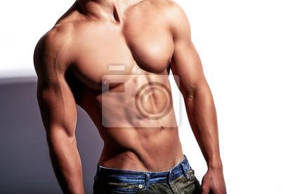 Bild Porträt des starken gesunden hübschen athletischen Mann-Eignungs-Modells lokalisiert auf Weiß