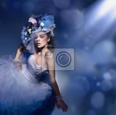 Porträt einer Frau mit Hut aus Blumen