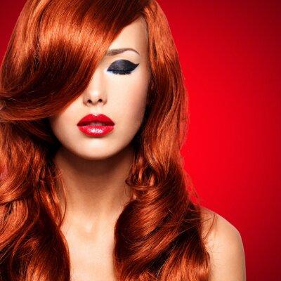 Bild Porträt einer Frau mit langen roten Haaren