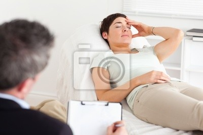 Psychologe im Gespräch mit einem depressiven Patienten