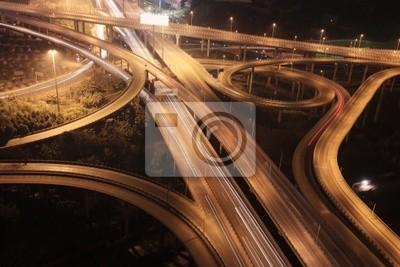 Quer Kreuzung in China in der Nacht
