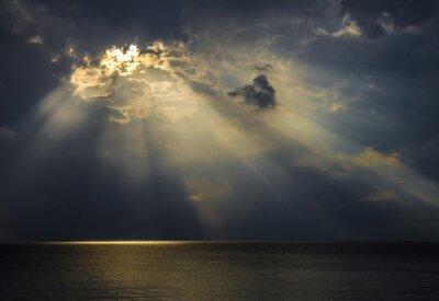 Bild Raggi di luce sul mare attraverso le nuvole