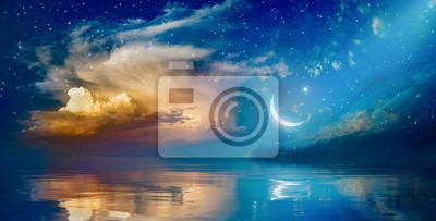 Bild Ramadan Kareem-Hintergrund mit Halbmond, Sternen und glühenden Wolken