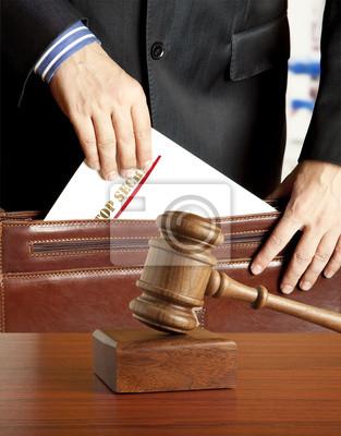 Rechtsanwalt in Gerichtssaal