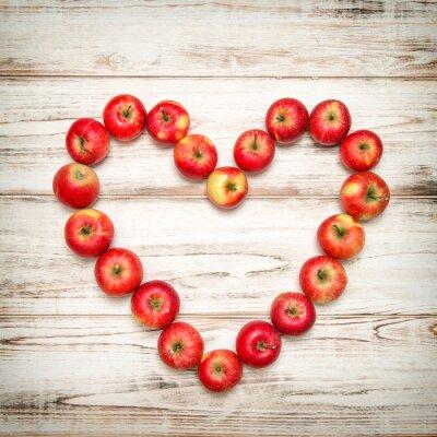 Bild Red Äpfel Herzen hölzernen Hintergrund. Liebe Konzept Jahrgang