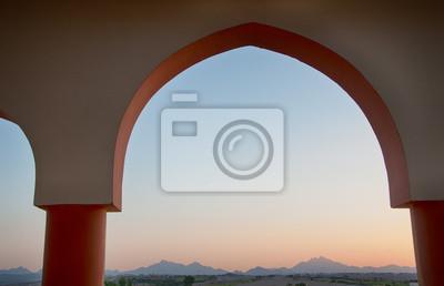 Bild Red Sea Mountains in der Abenddämmerung aus Gewölbtes Fenster